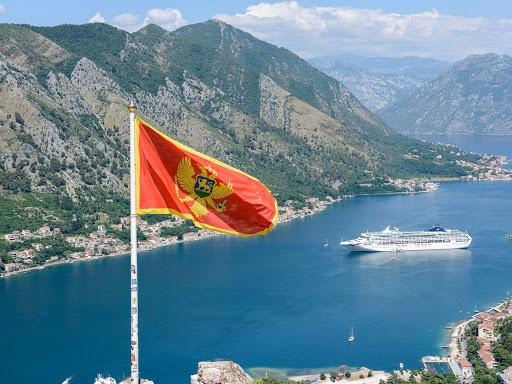 Черногория снова будет впускать иностранцев без теста на COVID-19
