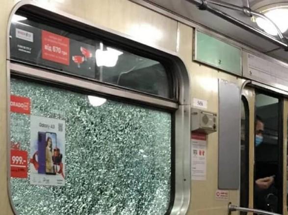 В столичном метро хулиганы разбили окна в четырех поездах
