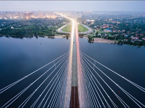 В Киеве утренние пробки, свободно можно проехать тремя мостами