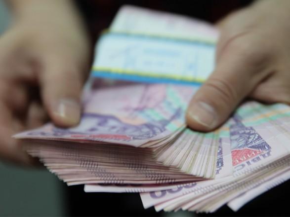 В прошлом году из карманов украинцев на зарплату одного нардепа ушло почти полмиллиона гривен