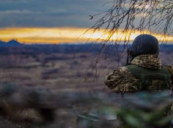 Обстрелы на Донбассе: боевики ранили военного