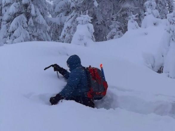 На Закарпатье спасатели уже сутки ищут в горах пропавшего туриста