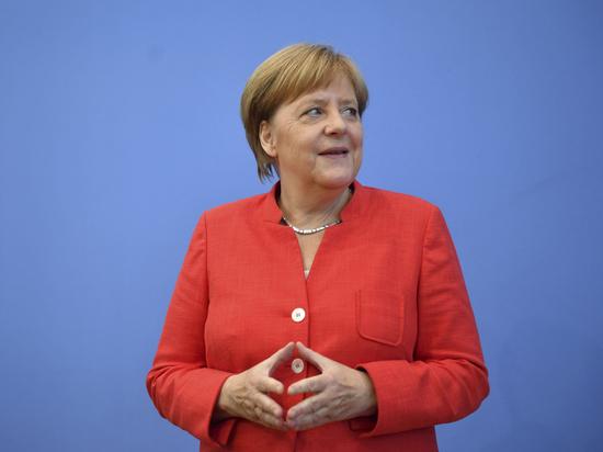 Зеленский пригласил Меркель на День Независимости Украины