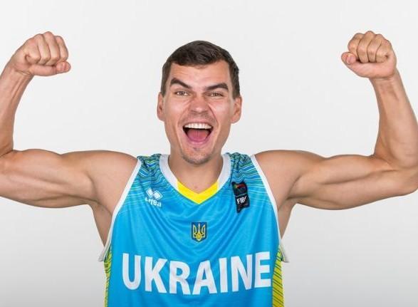 """Баскетболист сборной Украины перешел в БК """"Будивельник"""""""