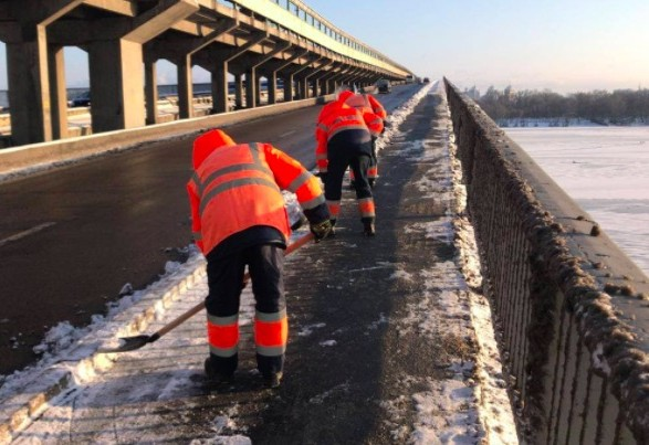 За неубранный снег в столице оштрафовали за сутки около 130 предпринимателей
