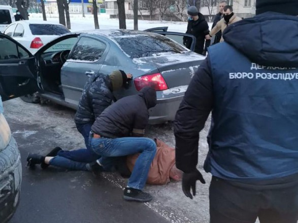 В Киеве задержали полицейского за вымогательство 10 тыс. долларов взятки за закрытие производства