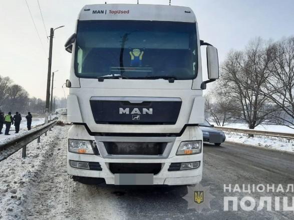 В Харьковской области произошло ДТП с участием двух грузовиков, водителя госпитализировали