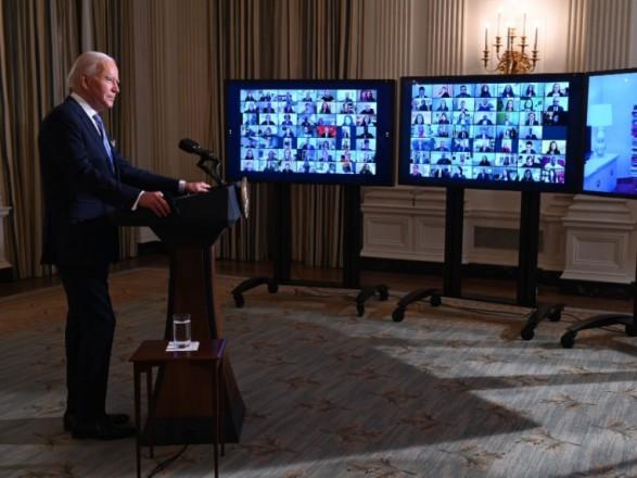 Байден привел к присяге в виртуальном формате сотни сотрудников администрации США