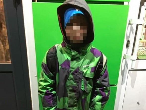 """На Оболони нашли мальчика, который гулял на морозе без взрослых: ребенка """"изъяли"""" из семьи"""