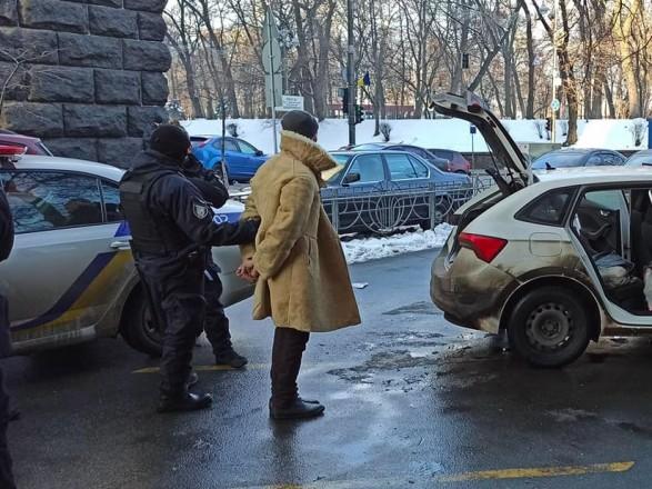 """Под Радой задержали мужчину """"с оружием"""": на месте работает следственно-оперативная группа"""