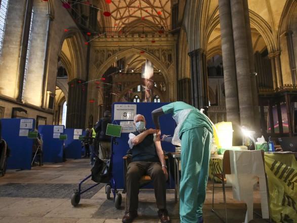 Пандемия: в Британии зафиксировали падение темпов распространения COVID-19
