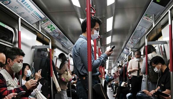 Не разговаривайте в метро: совет врачей для противодействия COVID-19
