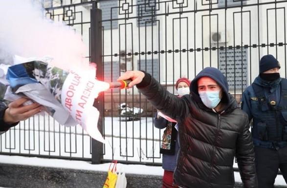 В Киеве под посольством РФ произошли столкновения из-за акции в поддержку Навального