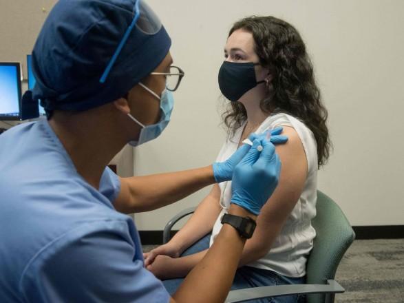 BioNTech заявила, что вакцина Pfizer эффективна против новых штаммов COVID-19