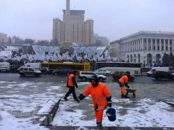 За неубранный снег в столице оштрафовали за сутки 60 предпринимателей