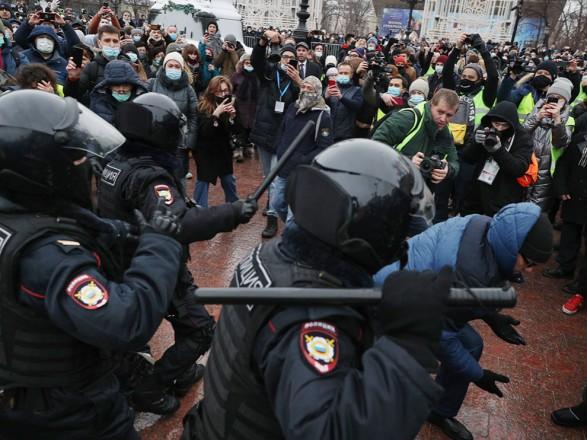 Оппозиционные митинги в Москве: власти закроют часть станций метро и ограничат продажу алкоголя