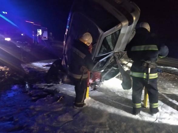 Смертельное ДТП в Днепропетровской области: два человека погибли и еще один в реанимации