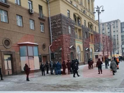 Протесты в России: в Москве мужчина попытался совершить самосожжение