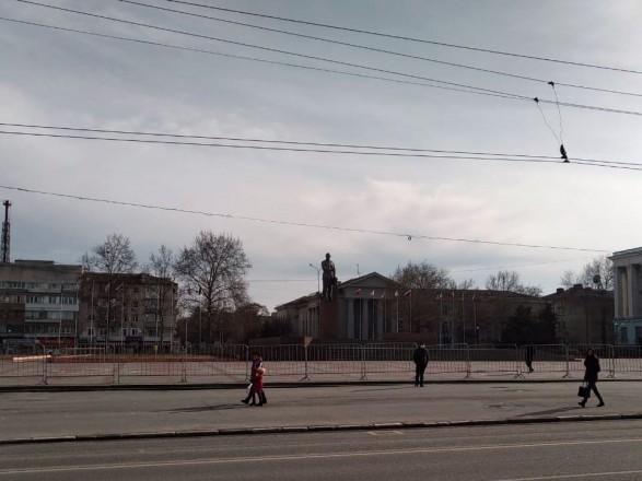 СМИ: центр Симферополя оцеплен силовиками и военными