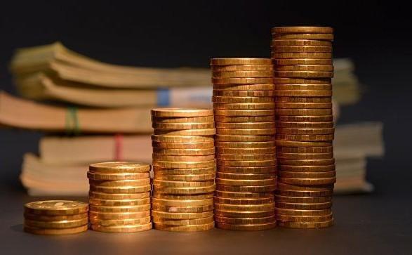 Бюджет начал год с дефицита в 5 миллиардов