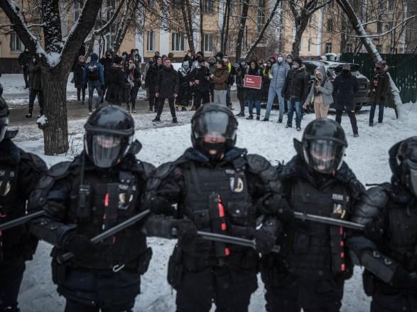 Кремль о сотнях задержанных накануне в Москве: это все провокаторы
