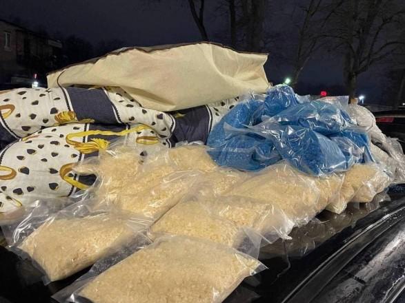 У Києві водій давав поліцейським 8 тисяч хабара, а в нього знайшли наркотиків на 20 млн грн