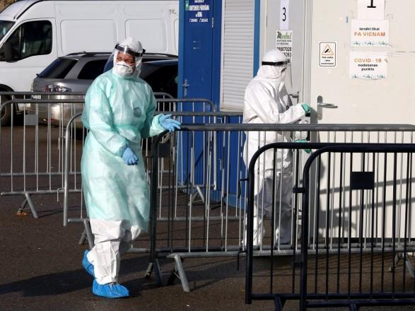 Пандемия: в Латвии продолжили режим чрезвычайного положения до апреля