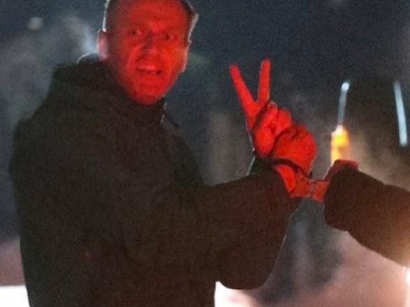 Кулеба: со взглядами Навального на Крым разберемся, когда выйдет из-за решетки