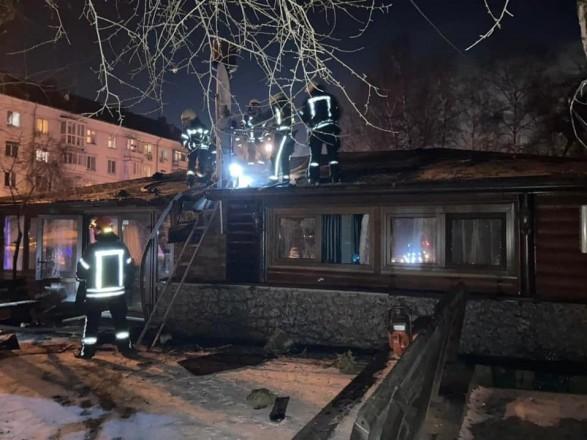 На столичной Приорке потушили пожар в ресторане: людей эвакуировали