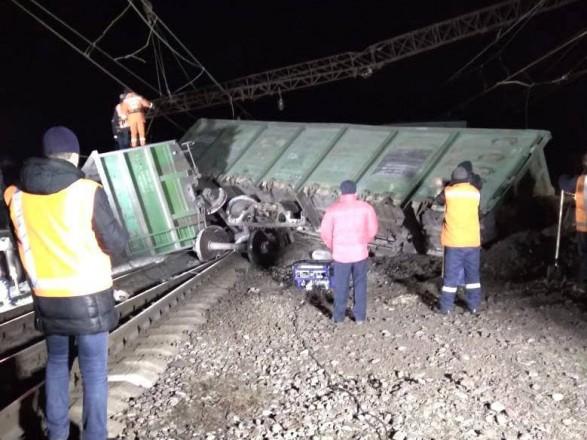 Авария на железной дороге: задержки поездов достигают 3 часов, пассажиров подвозят автотранспортом