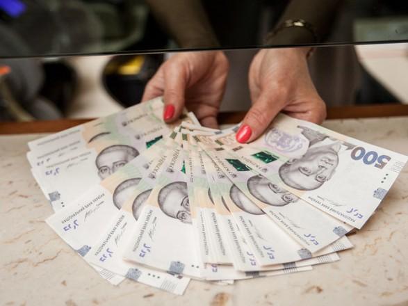 Наличности вне банков в Украине стало меньше