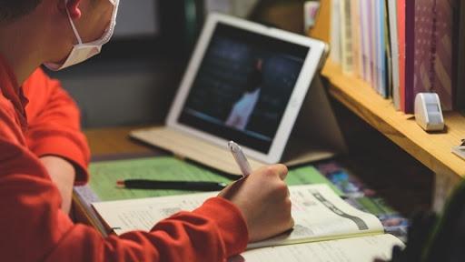 """В школах """"трансформируют"""" информатику: хотят обучать уже со 2-го класса"""