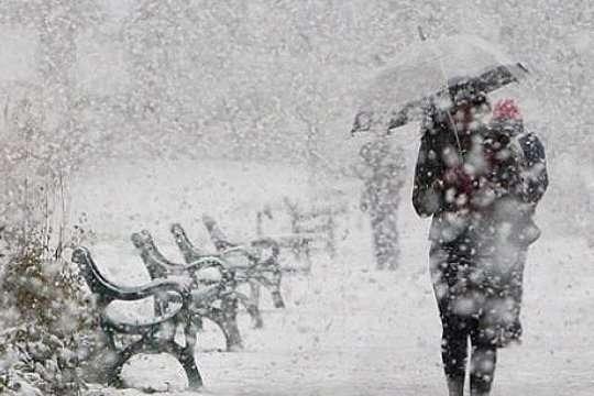 Непогода в столице: в Киеве за двое суток выпало 35 см снега