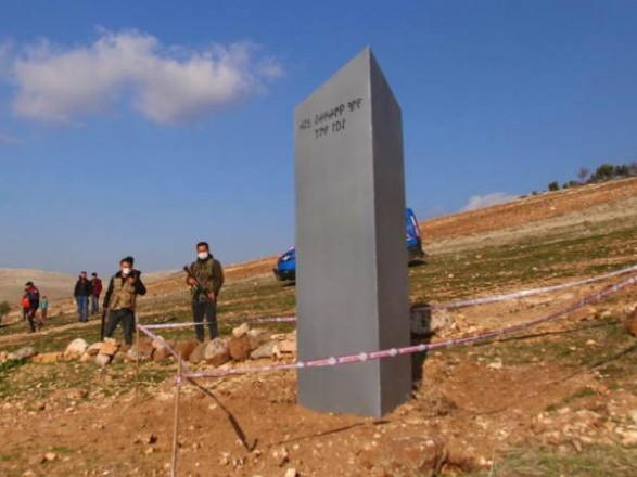 В Турции появился и загадочно исчез монолит с надписью о Луне: рассказываем, что же это было