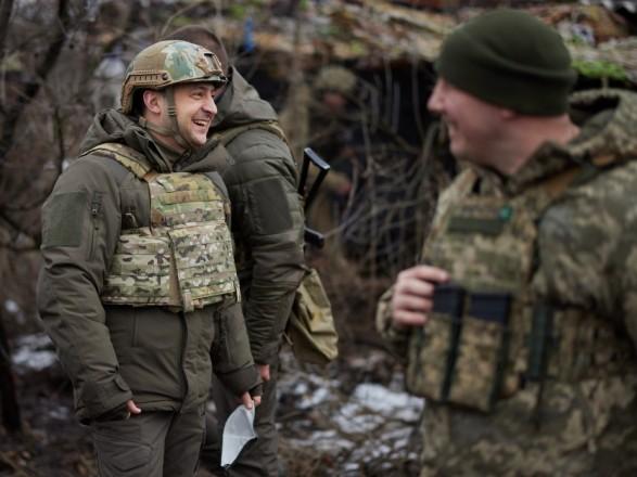 Зеленский посетил передовую и заявил о необходимости ротации высшего офицерского состава
