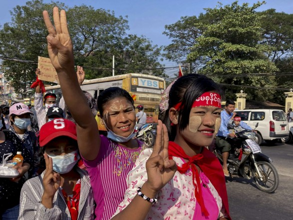 Переворот в Мьянме: полиция открыла огонь для разгона митингующих