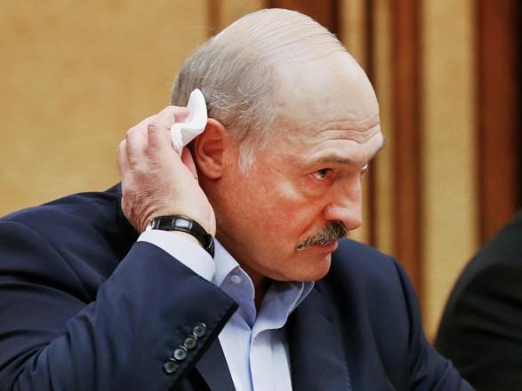 """Лукашенко призвал перейти на кнопочные телефоны, ведь за смартфонами """"следят американцы"""""""