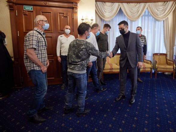 Шесть моряков с судна Stevia, которых удерживали в плену в Нигерии, вернулись в Украину