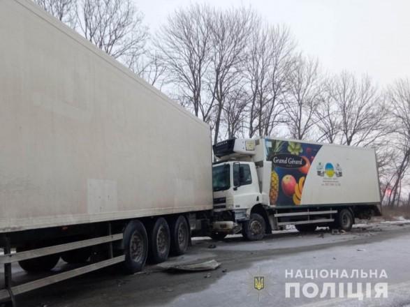 Тройное ДТП с грузовиками в Харьковской области: двое водителей погибли