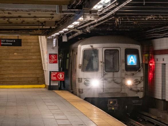 Убил двоих: в Нью-Йорке разыскивают серийного убийцу, нападавшего на людей в метро