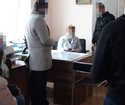 Сорок тисяч гривень за групу інвалідності: у Києві судитимуть двох медиків