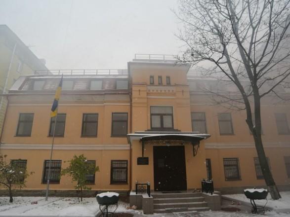 Нападение с ножом на консульство Украины в Петербурге: детали
