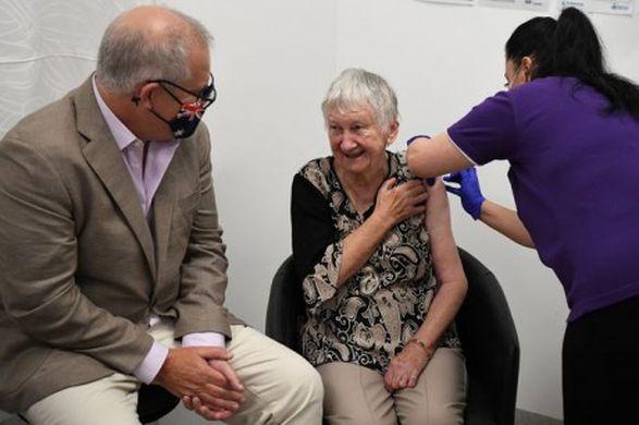 Австралия начала вакцинацию от COVID-19