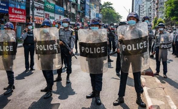 Кровавый день протестов в Мьянме: есть погибшие и два десятка раненых