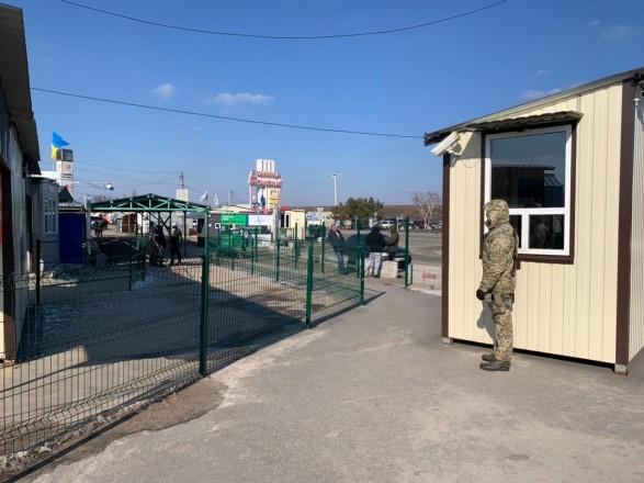 """Линию разграничения через """"Станицу Луганскую"""" за неделю пересекло более 9 тыс. человек"""