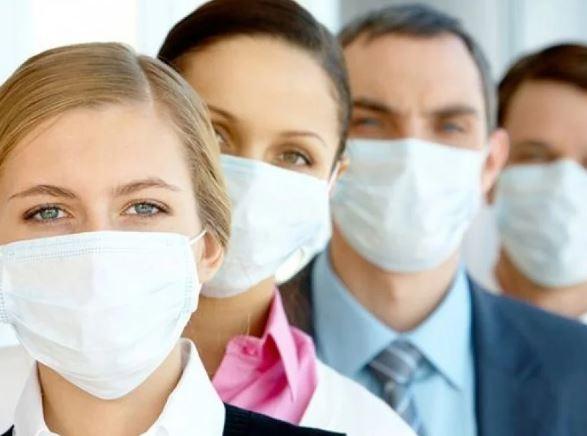 Американцев могут обязать носить защитные маски в 2022 году
