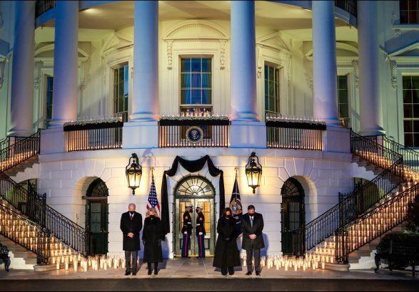 Байден почтил память 500 тысяч американцев, умерших от COVID-19