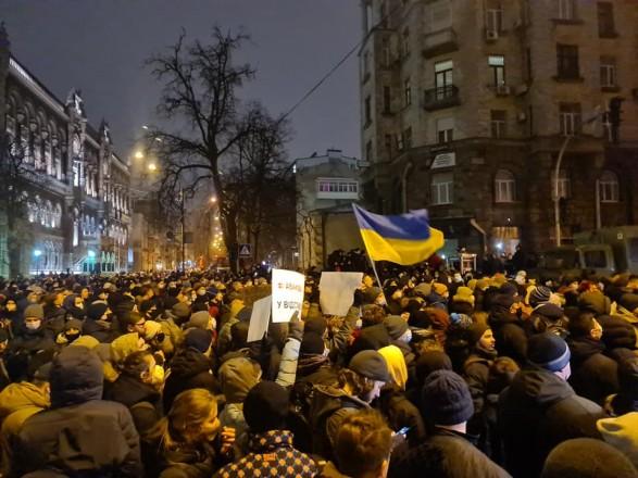 Стерненку волю: активисты заявили, что правоохранители на Банковой применили слезоточивый газ