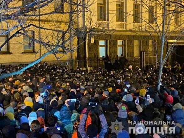 Количество задержанных во время протестов на Банковой возросло до 24, 27 правоохранителей - пострадали
