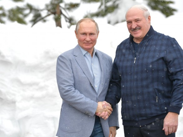Лукашенко на следующий день после визита к Путину - решил ему позвонить